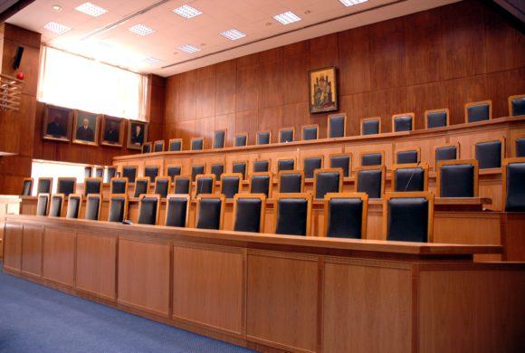 ΟλομΑΠ 11/2017: Συνταγματικές οι διατάξεις του Μνημονίου ΙΙ και η 6/2012 ΠΥΣ με τις οποίες καταργήθηκαν οι «ρήτρες μονιμότητας».