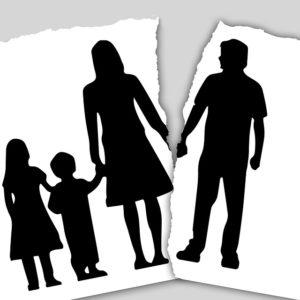 Μια οικογενειακή ιστορία (Άκυρος ο όρος σε συμφωνητικό συναινετικού διαζυγίου, περί απαγόρευσης μετοίκησης της μητέρας με το παιδί, χωρίς τη συναίνεση του πρώην συζύγου)